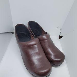 L.L Bean classic brown clog 8